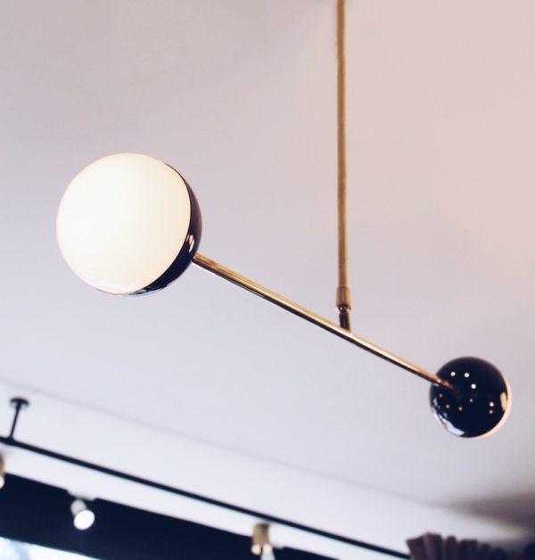dealeuse-boutique-decoration-mobilier-luminaires-luminaire-vases-vase-lampes-lampe-laiton-suspension-boules-creation-paris