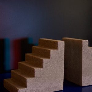 dealeuse-boutique-decoration-mobilier-luminaires-luminaire-vases-vase-lampes-lampe-laiton-marbre-vintage-serre-livres-beton-concrete-paris