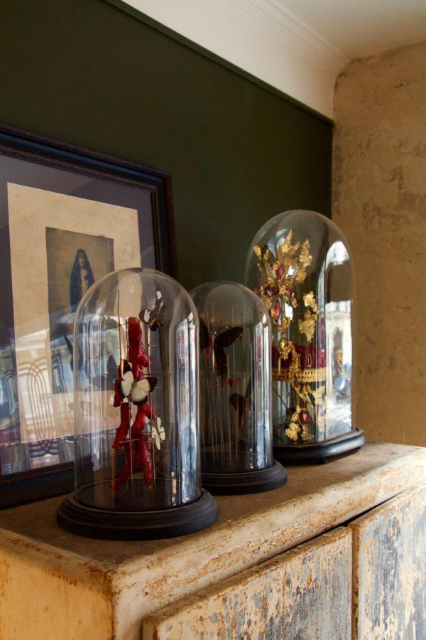 dealeuse-boutique-decoration-mobilier-luminaires-luminaire-vases-vase-lampes-lampe-laiton-marbre-vintage-curiosite-curiosites-globe-papillon-papillons-paris