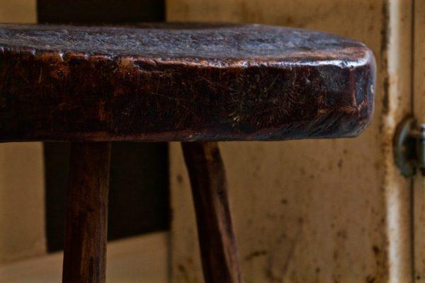 dealeuse-boutique-decoration-mobilier-luminaires-luminaire-vases-vase-lampes-lampe-laiton-marbre-vintage-tabourets-tabouret-antiquites-berberes-plats-bois-ancien-paris