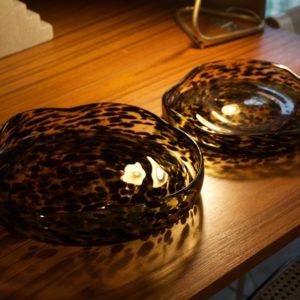 dealeuse-boutique-decoration-mobilier-luminaires-luminaire-vases-vase-lampes-lampe-laiton-marbre-vintage-miroir-miroirs-verre-coupe-a-fruits-coupes-leopard-paris