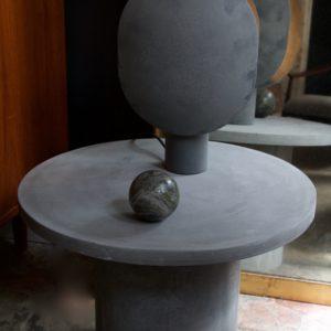 dealeuse-boutique-decoration-mobilier-luminaires-luminaire-vases-vase-lampes-lampe-laiton-marbre-vintage-paris-table-basse-ronde-fibre-beton