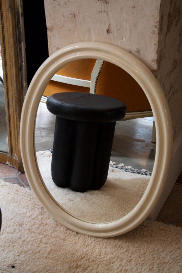 dealeuse-boutique-decoration-mobilier-luminaires-luminaire-vases-vase-lampes-lampe-laiton-marbre-vintage-miroir-miroirs-ancien-vintage-verre-ovale-blanc-creme-laque-paris