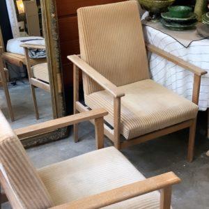 dealeuse-boutique-decoration-mobilier-luminaires-luminaire-vases-vase-lampes-lampe-laiton-marbre-vintage-fauteuil-velours-ocre-cotele-paris