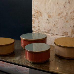 dealeuse-boutique-decoration-mobilier-luminaires-luminaire-boite-metal-laque-vintage-paris