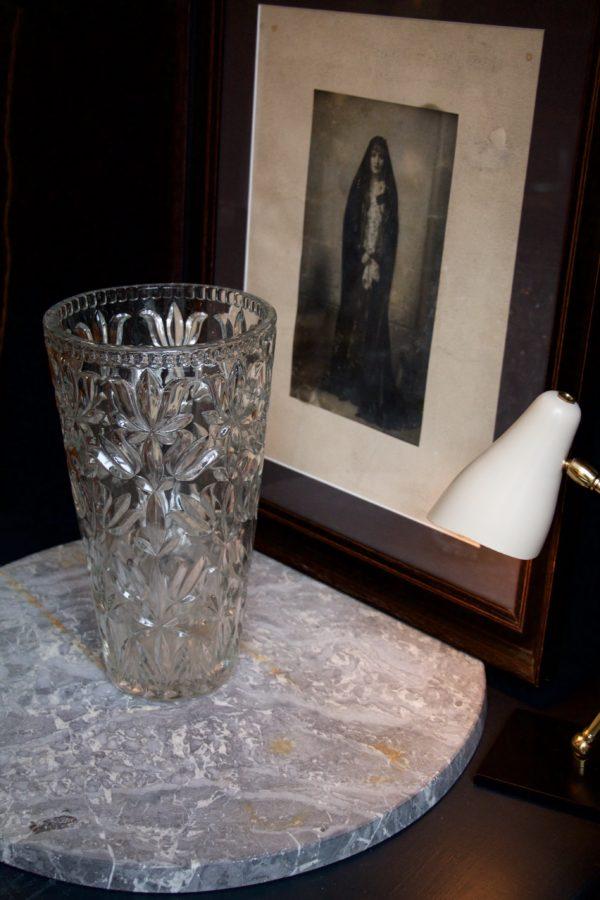 dealeuse-boutique-decoration-mobilier-luminaires-luminaire-vases-vase-lampes-lampe-laiton-vase-vases-verre-moule-paris