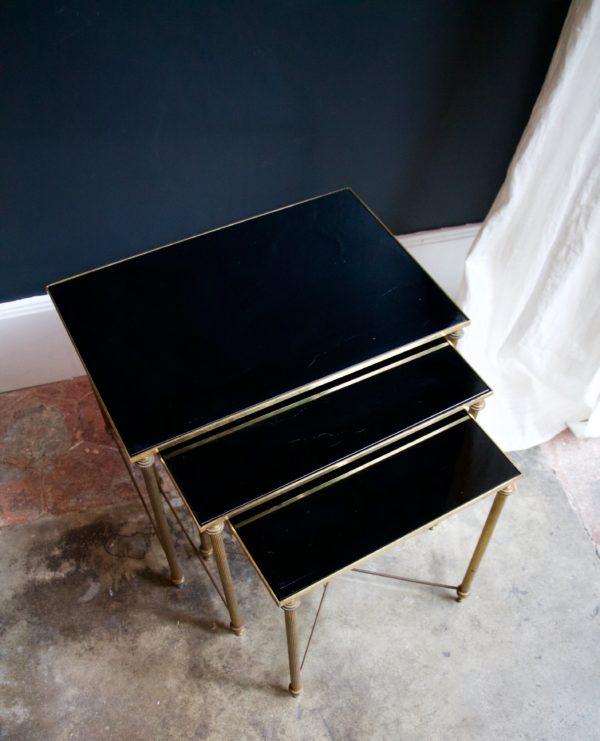 dealeuse-boutique-decoration-mobilier-luminaires-luminaire-vases-vase-lampes-lampe-laiton-marbre-vintage-paris-table-gigogne-opaline-noire