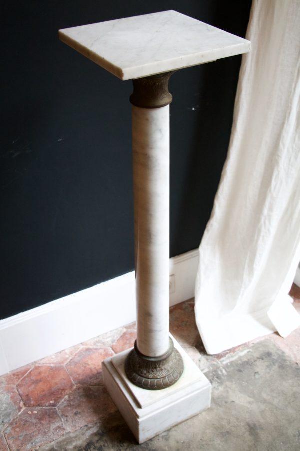 dealeuse-boutique-decoration-mobilier-luminaires-luminaire-vases-vase-lampes-lampe-laiton-marbre-vintage-colonne-marbre-ancien-paris
