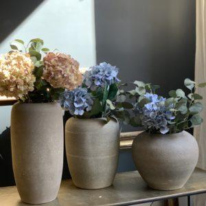 dealeuse-boutique-decoration-mobilier-luminaires-luminaire-vases-vase-lampes-lampe-laiton-vase-ceramique-grise-paris