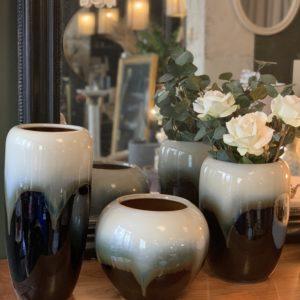 dealeuse-boutique-decoration-mobilier-luminaires-luminaire-vases-vase-lampes-lampe-laiton-vase-porcelaine-noir-blanc-paris